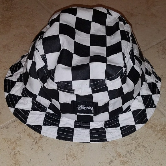8a5fca47633 Stussy checkered bucket hat